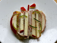 豚とりんご、すだちのサラダ
